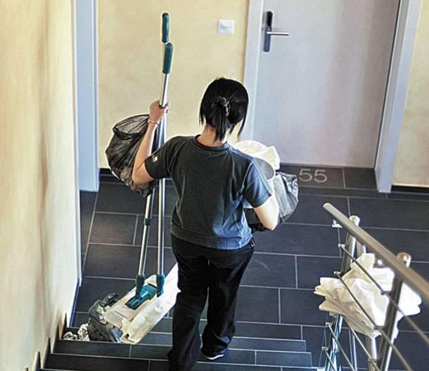 Αποτέλεσμα εικόνας για σχολικες καθαριστριες