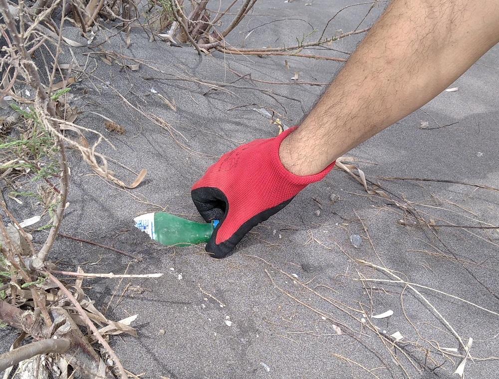 Ο παράκτιος καθαρισμός της παραλίας Μονολίθου | Κοινή Γνώμη